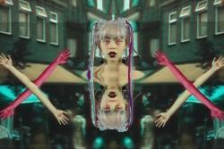 """Elizabete Balčus piedāvā sirreālisma estētikā veidotu video dziesmai """"Tourist"""""""
